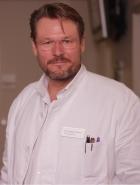 Portrait Dr. med. Alexander Hilpert, Plastische und Ästhetische Chirurgie, Handchirurgische Wahleingriffe, Fachärztliche Privatpraxis KÖ12, Düsseldorf, Facharzt für Plastische und Ästhetische Chirurgie