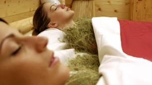 20100906-Heubad: Warme Gräser für die Schönheit